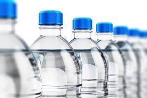 ¿Tomar agua embotellada o no tomar agua embotellada?