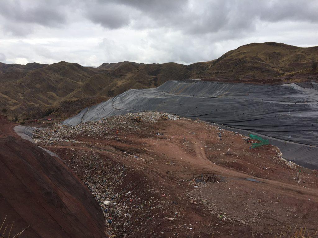 Visita a las instalaciones de disposición final de residuos sólidos de la Municipalidad Provincial del Cusco