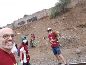 Equipo PELCAN apoya en actividad de recogida de basura en las orillas del río Rímac en Lima